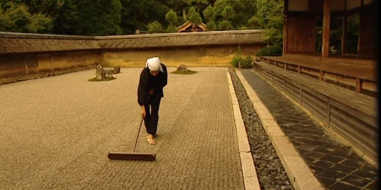923026140-ryoanji-raking-rock