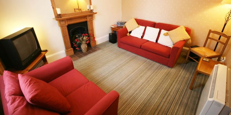 The cosy lounge has red fabric